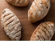 くるみといちじくのライ麦パン