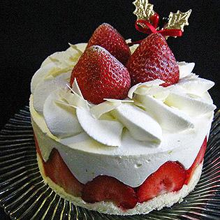 シームレス口金サントノーレでデコレーションしたケーキ