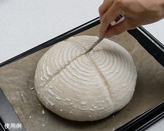 パンにクープを入れる
