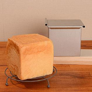 パン焼 角型(フタ付)とパン