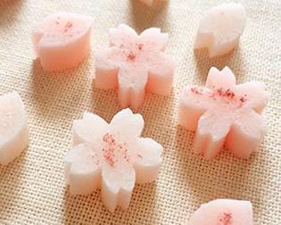 桜の形の干菓子