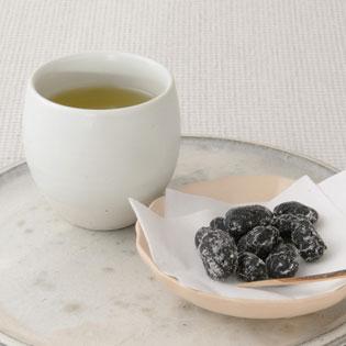 緑茶と丹波黒豆甘納豆