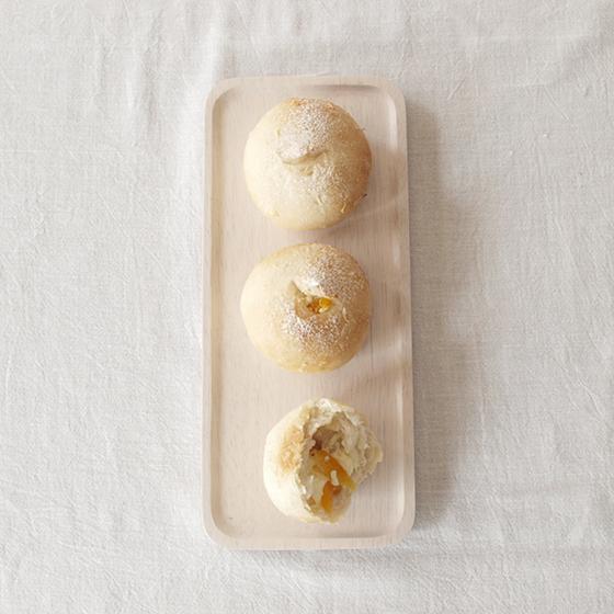 ココナッツとマンゴーとチーズのパン