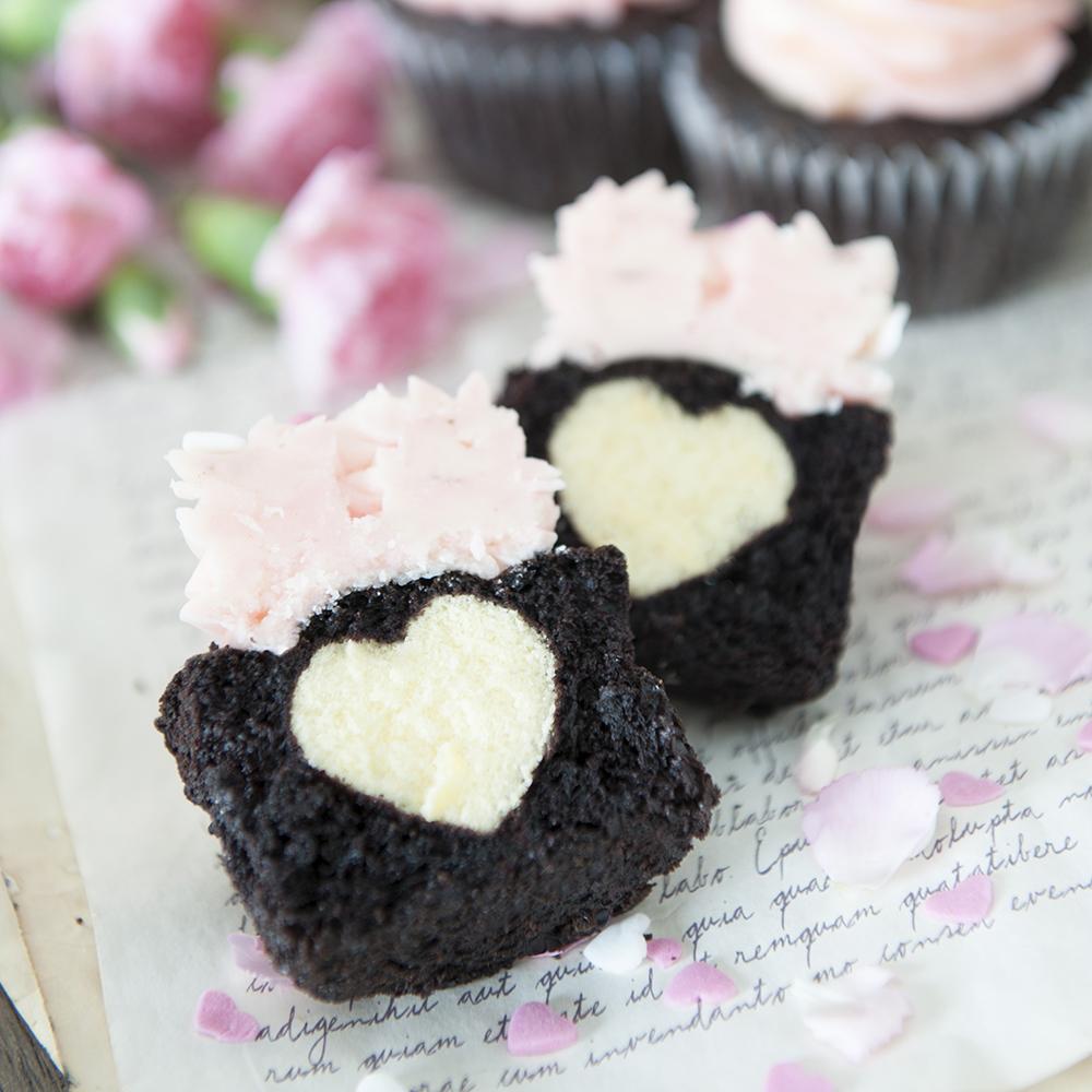 シークレットハートのチョコレートカップケーキ