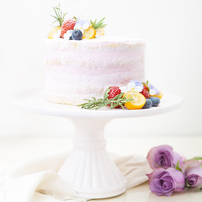 ふわふわスポンジのネイキッドケーキ