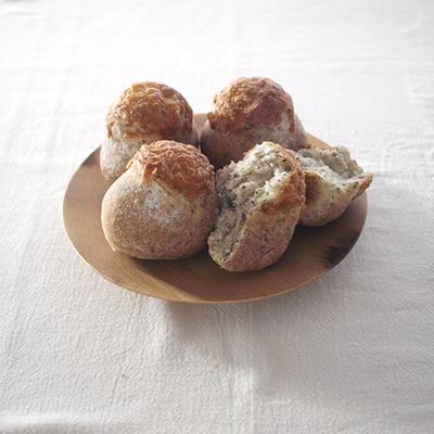 バジルと黒胡椒とチーズのまるパン