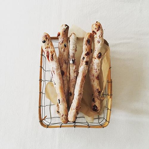 ベリーとカシューナッツのスティックパン