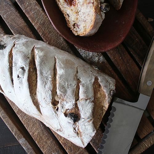 ピーカンナッツとレーズンのパン