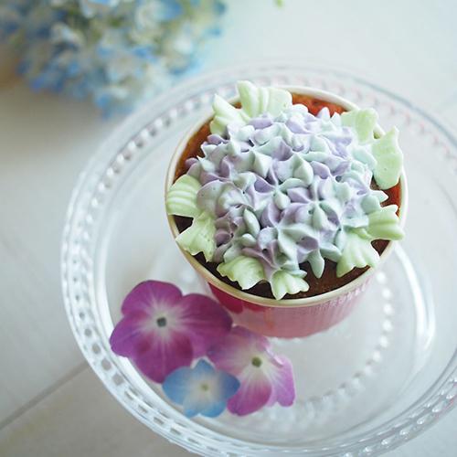 紅茶マフィンのあじさいカップケーキ