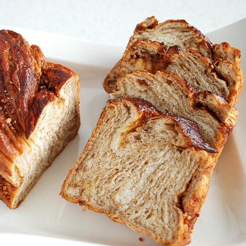 メープルナッツのマーブル食パン