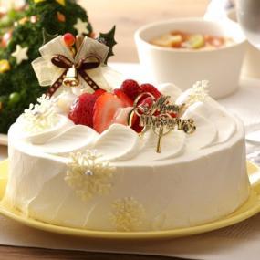 イチゴのクリスマスデコレーションケーキ