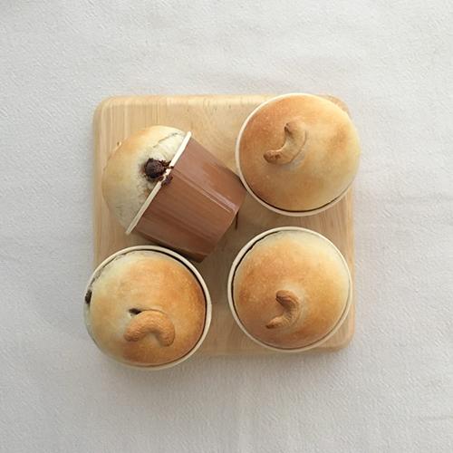 チョコとナッツのちいさなカップパン