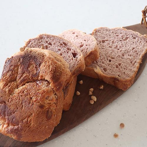いちごとホワイトチョコのパネトーネ食パン