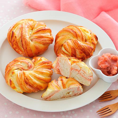 桜餡とクリームチーズのパン