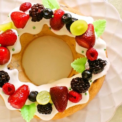 低糖質&グルテンフリー♪鮮やかベリーのリングケーキ