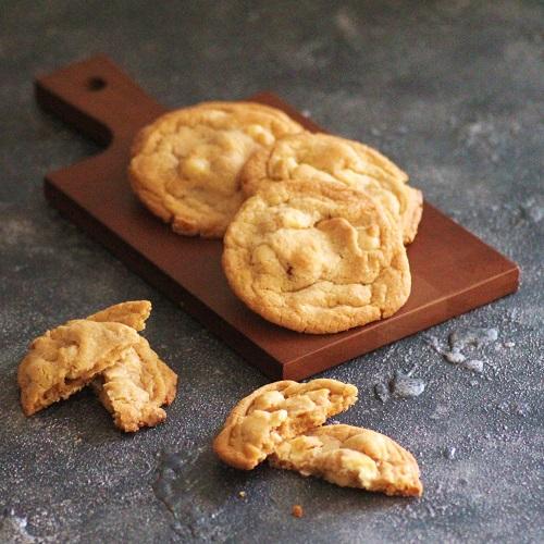 ホワイトチョコとマカデミアナッツのクッキー