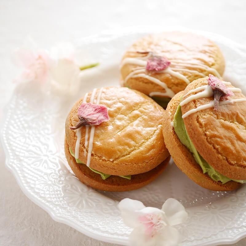 桜クッキーと抹茶クリームのバターサンド
