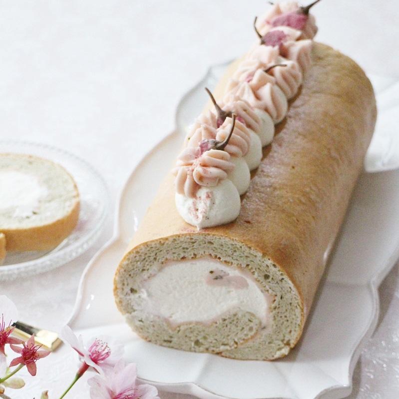 桜香るふんわりロールケーキ