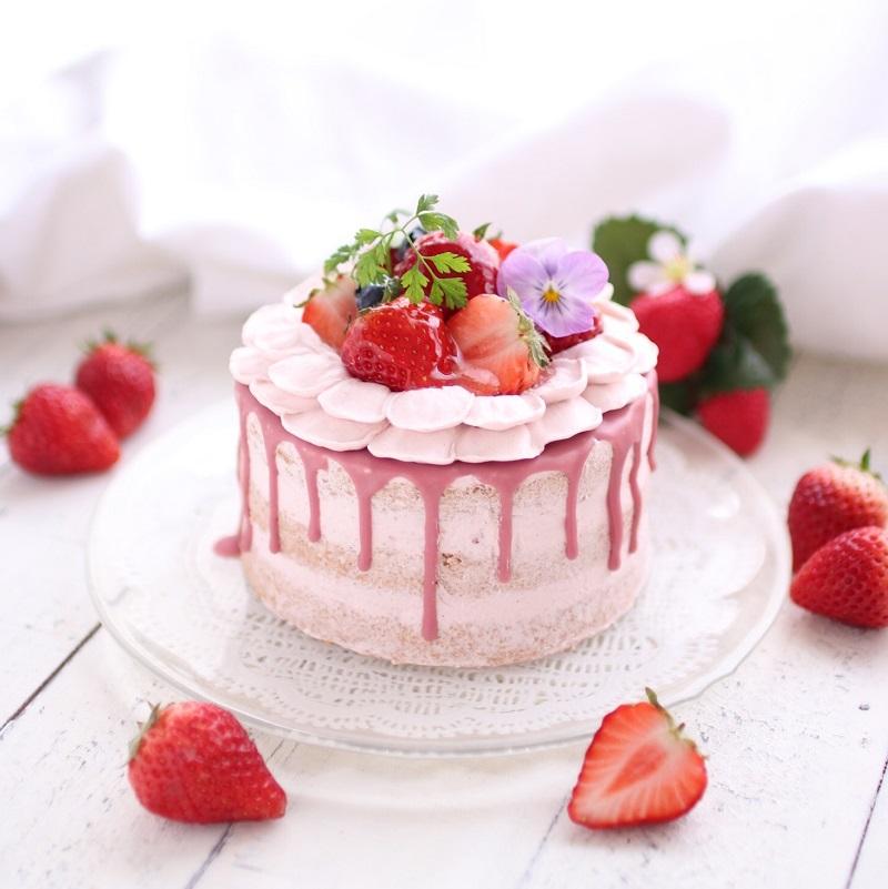 苺とルビーチョコレートのネイキッドケーキ