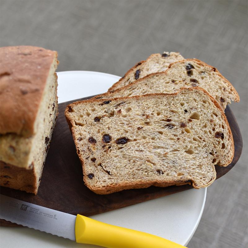 ホームベーカリーで作るふわっとリッチなレーズン食パン