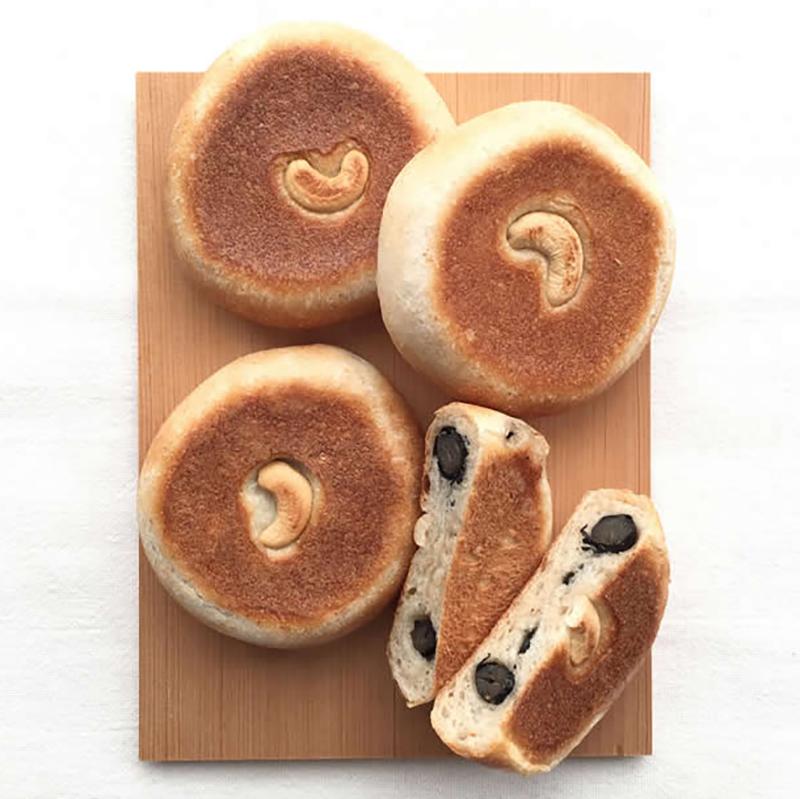黒豆とナッツのパン
