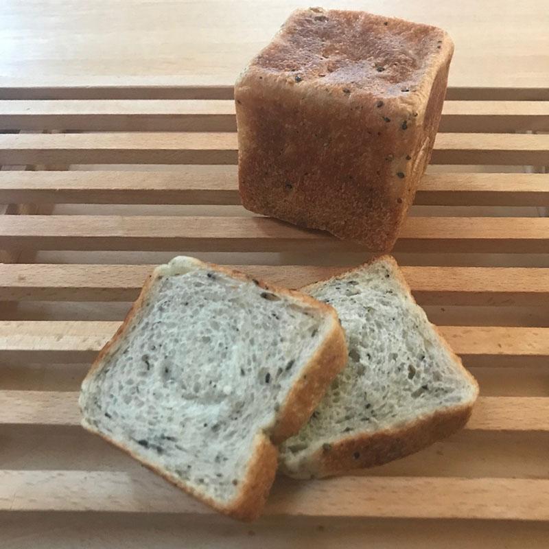 栄養たっぷりたねの食パン