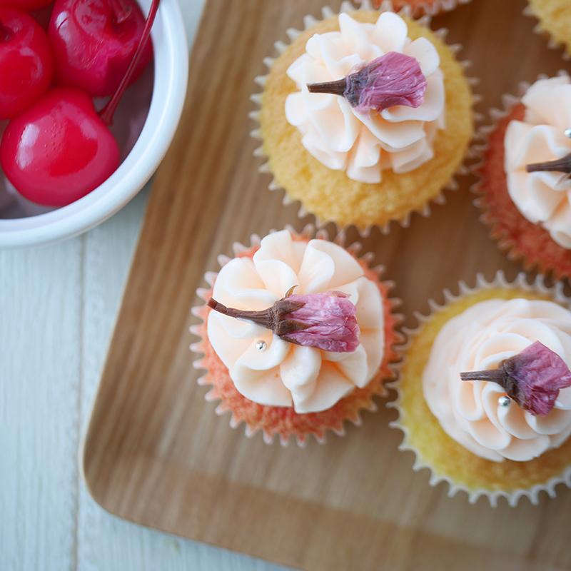 ふわふわ!チェリーと桜のミニカップケーキ