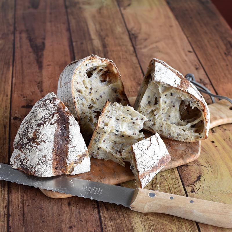 ホシノで作る 3種キヌアの味わいカンパーニュ(パン・ド・ロデヴ)