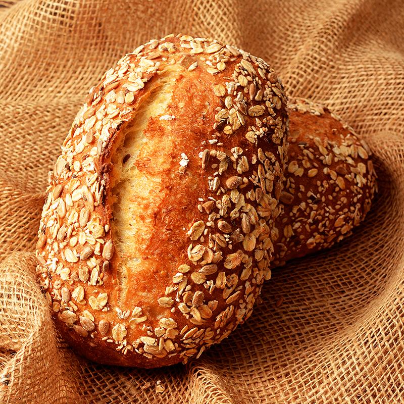国産小麦とシードミックスのシリアルブレッド