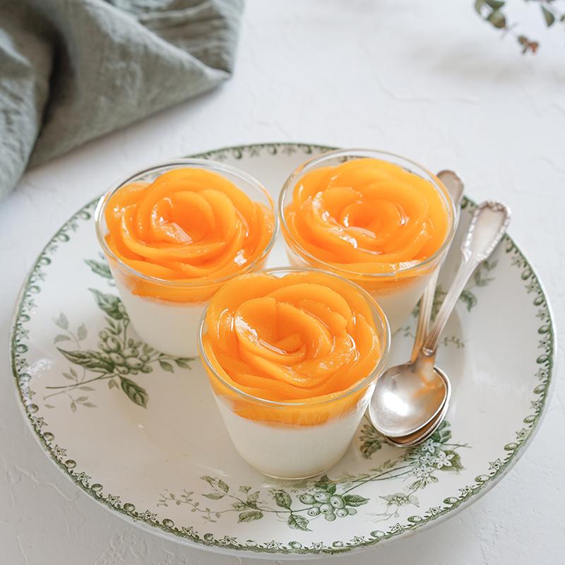 バニラと黄桃のグラスデザート