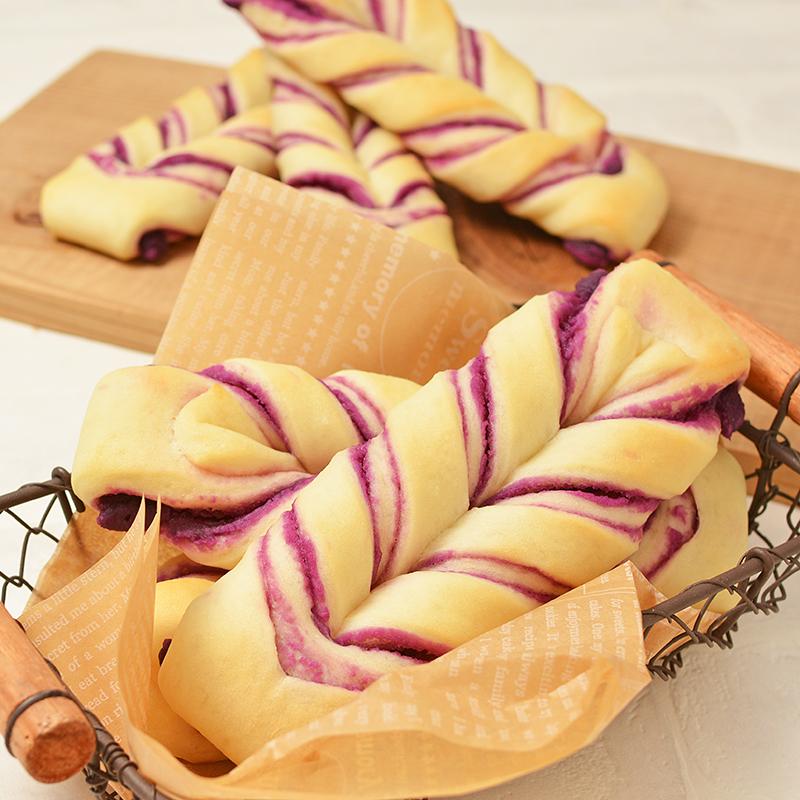紫芋あんで作る マーブルねじりパン